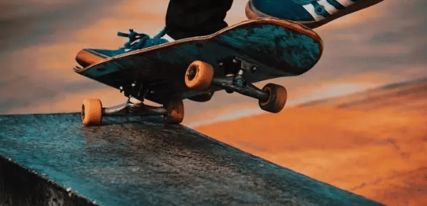 9 Best Electric Skateboards Under 300 (Buying + Saving Guide)